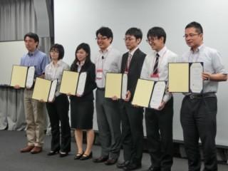 集合写真(左から3番目が岡本さん)