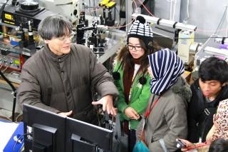 工学部 研究室訪問(左:堀 裕和教授)