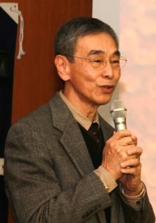 挨拶する前田山梨科学アカデミー会長(前・本学学長)