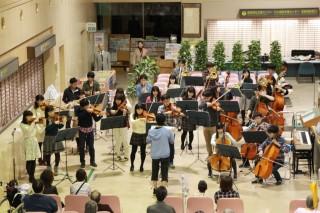 同団オーケストラの演奏