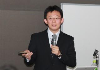 講義をする久本 雅嗣准教授