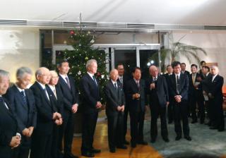 歴代のノーベル賞受賞者(中央に大村先生)