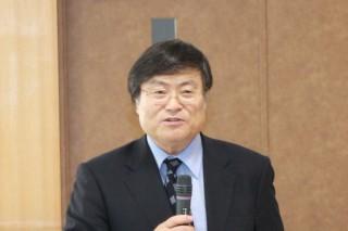 客員教授に期待を寄せる島田学長