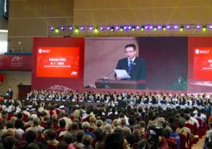 記念式典で挨拶する徐 西南交通大学長