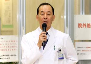 挨拶する藤井秀樹病院長