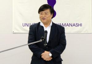 挨拶する島田学長