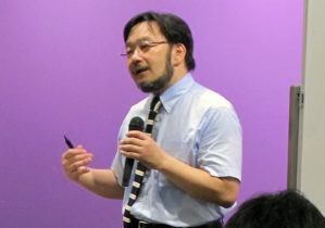 講演する庄司先生