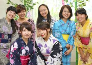 華やかな浴衣、チャイナドレス、ベトナム民族衣装