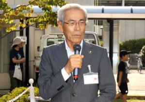 挨拶する田中久雄中央市長