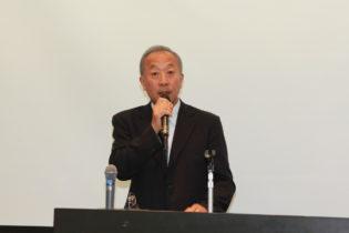 祝辞を述べる斉藤会長